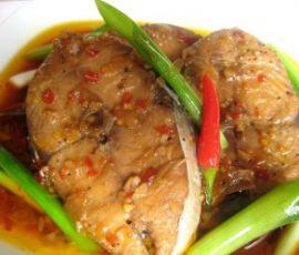 Món cá ngừ kho nước mía đậm đà mà không bị tanh