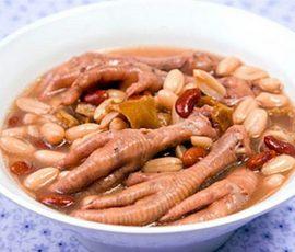 Món chân gà hầm đậu phộng giúp bổ sung collagen