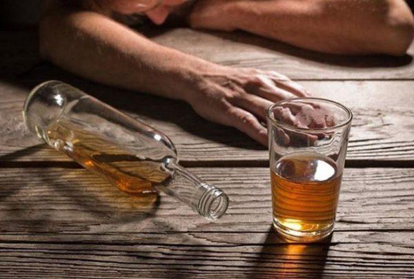 Uống nhiều rượu dẫn đến huyết áp cao