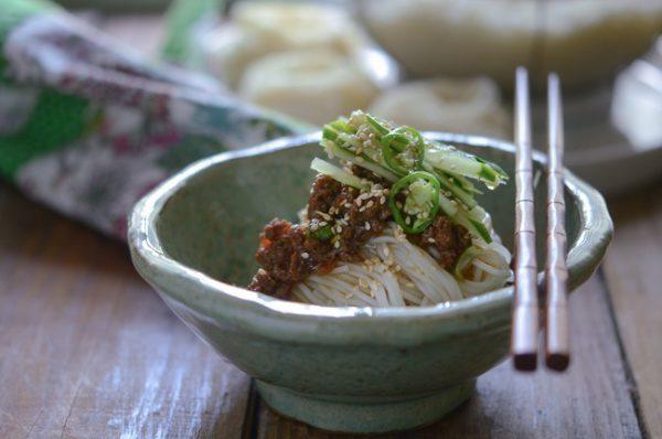 Món mỳ thịt bò kiểu Hàn ngon miệng cho bữa sáng