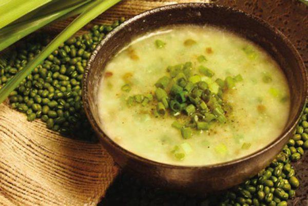 Cháo vịt đậu xanh bổ dưỡng cho bé giải nhiệt