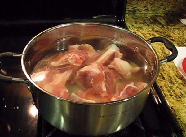 Nấu nước lèo hủ tiếu