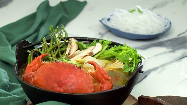 Món lẩu cua biển ngon ngọt cho ngày hè