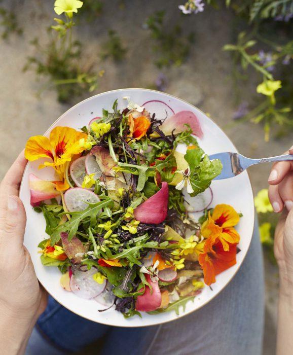 Salad cúc vạn thọ