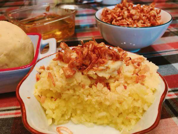 Món xôi xéo nấu bằng nồi cơm điện đơn giản tại nhà