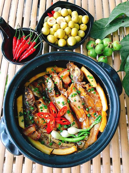 Món cá lăng kho nước dừa ngon lạ miệng