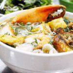 Món bún hải sản ấm bụng ngày mưa lạnh