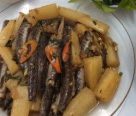 Món cá kèo kho củ cải trắng ngon đậm đà