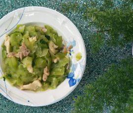 Món bí xanh xào thịt gà đậm đà dinh dưỡng