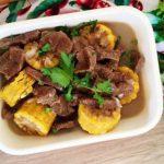 Món thịt bò hầm ngô ngọt nóng hổi cho bữa tối