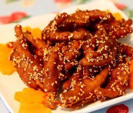 Món chân gà sốt cay kiểu Hàn Quốc thơm nức mũi