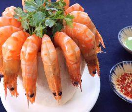 Món tôm luộc nước dừa ngon lạ miệng