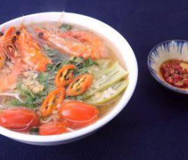 Món canh chua tôm ngon chuẩn vị Nam Bộ