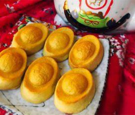 Món bánh dứa hình thỏi vàng cúng Thần Tài
