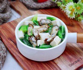 Món canh rau cải nấu hàu và đậu phụ giàu dưỡng chất