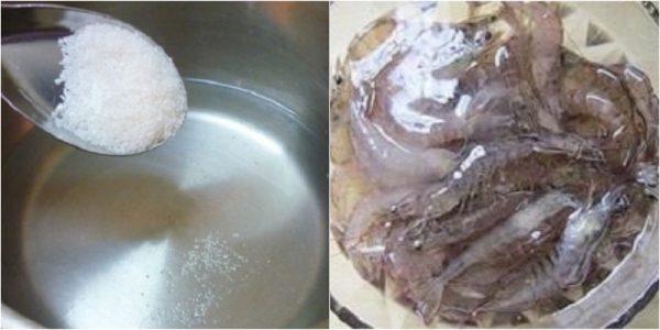 Dùng nước muối rửa sạch tôm