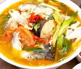 Món lẩu đầu cá hồi ngon hấp dẫn mà không bị tanh