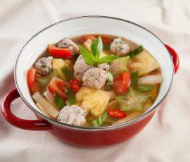 Món canh mực viên nấu chua lạ miệng đưa cơm