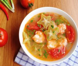 Món canh tôm nấu khế chua thanh mát