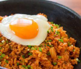 Món cơm rang kim chi chuẩn vị Hàn Quốc