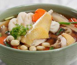 Món vịt hầm hạt sen thơm phức béo ngậy