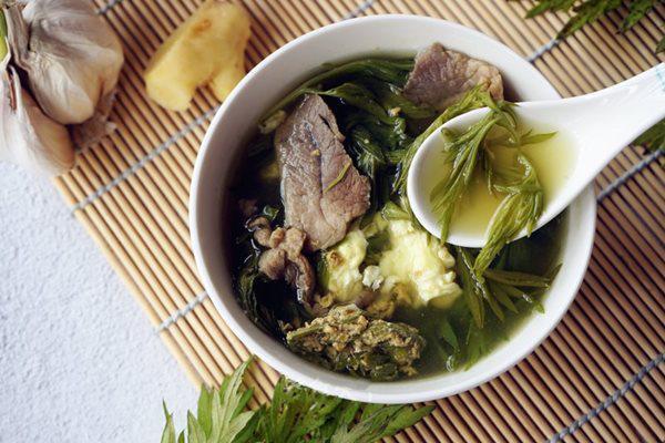 Món canh rau ngải trứng thịt bổ dưỡng giúp ngủ ngon