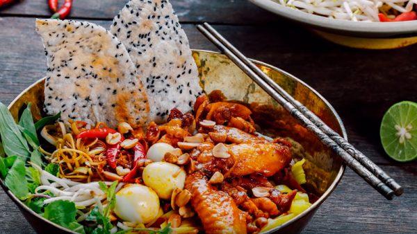 Món mì quảng gà ngon chuẩn vị miền Trung