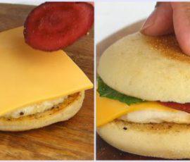 Món hamburger trứng đơn giản cho bữa sáng