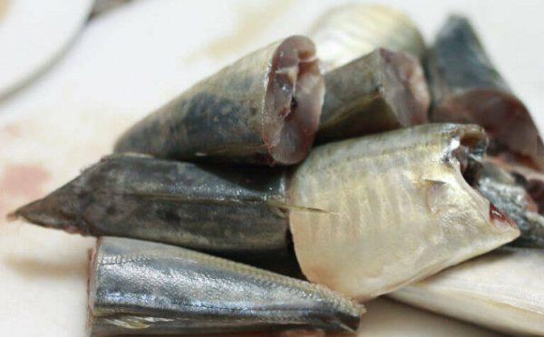 Sơ chế chuối xanh cá