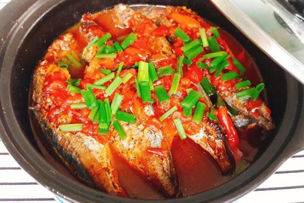 Món cá mòi kho cà đậm đà ngon cơm