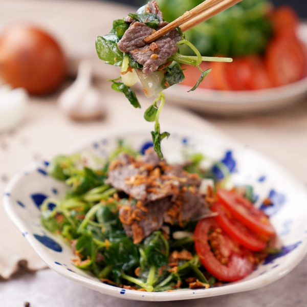 Món gỏi thịt bò rau càng cua lạ miệng thơm giòn