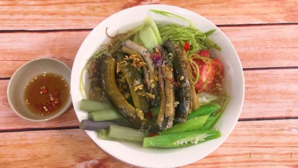 Món lẩu lươn chua cay thơm nồng cho ngày mưa