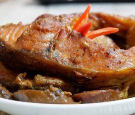 Món cá kho chuối riềng dân dã đưa cơm