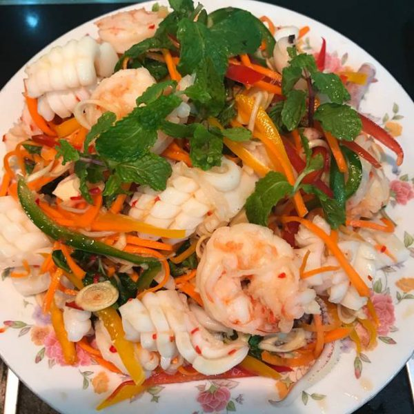 Món gỏi tôm mực Thái Lan ăn ngon hết sảy