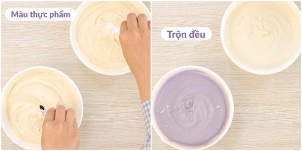 Chia đậu làm 2 phần rồi thêm màu vào trộn đều