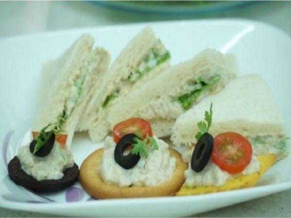Món sandwich cá ngừ đơn giản cho bữa sáng