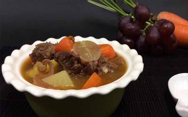 Món bò hầm trái cây lạ miệng mà ngon tuyệt