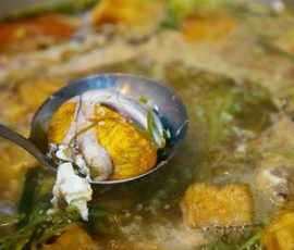 Món lẩu hột vịt lộn chua cay đơn giản tại nhà