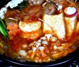 Món lẩu kim chi chay thơm nồng ấm bụng ngày lạnh