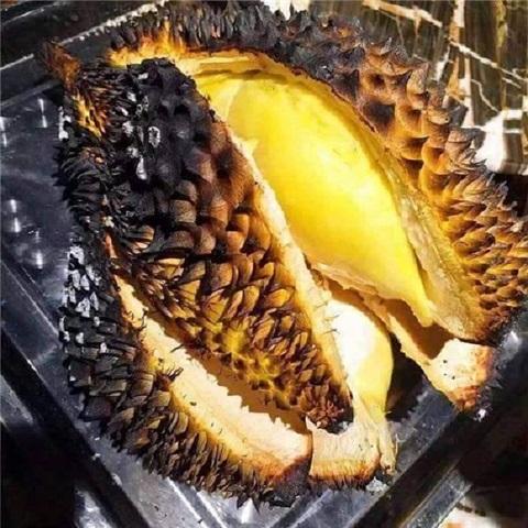 Nướng thêm cho đến khi thấy múi sầu riêng có lớp cháy vàng xém