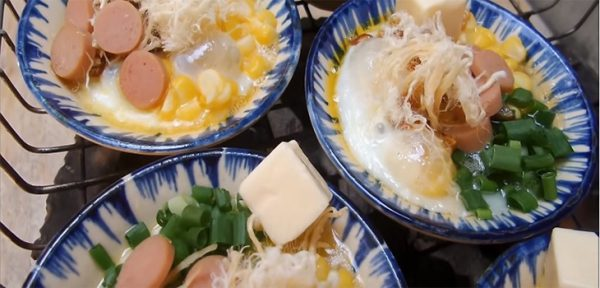 Nướng trứng trên bếp than