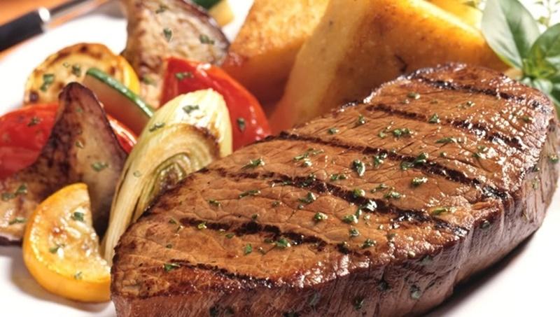 Món bò bít tết sốt rượu vang cực ngon tại nhà