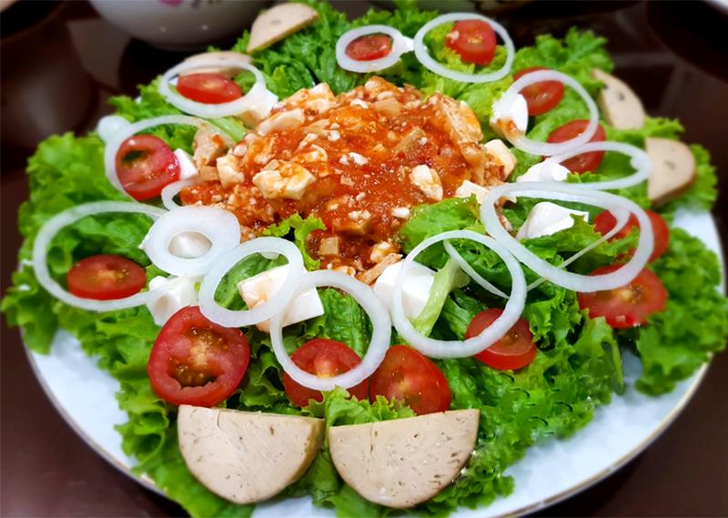 Salad trộn sốt cà chua chay