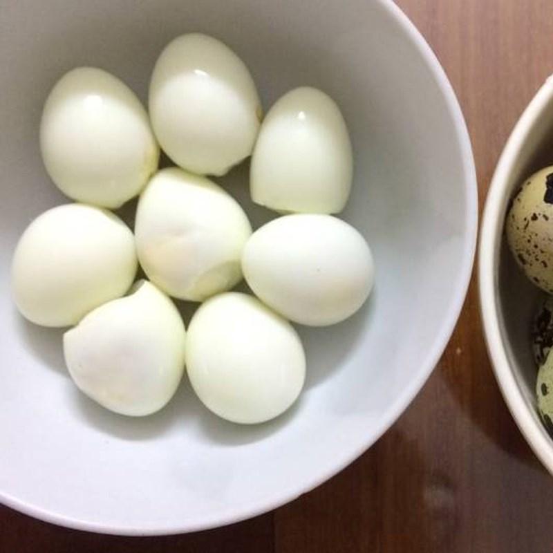 Trứng cút luộc chín bóc vỏ