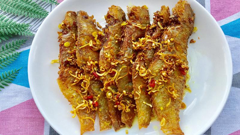 Món cá đù chiên sả ớt giòn rụm ngon thấm vị