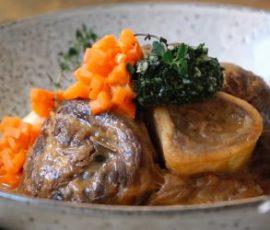 Món chân bê hầm kiểu Ý mang hương vị mới lạ
