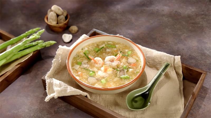 Món súp tôm măng tây vị lẩu Thái vừa lạ vừa quen