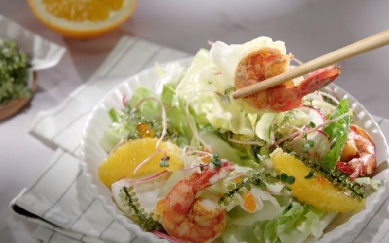 Món salad rong nho sốt cam bổ dưỡng cho bữa sáng
