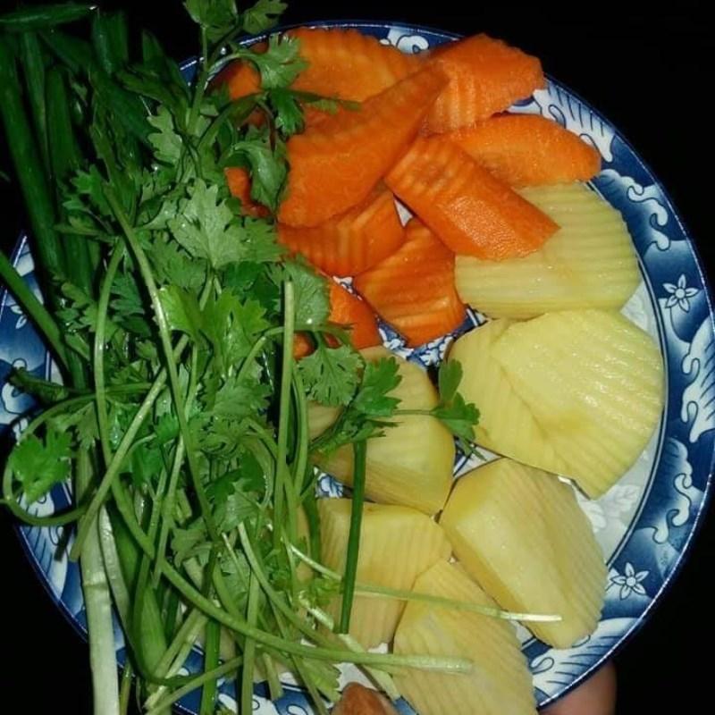 Sơ chế khoai tây cà rốt