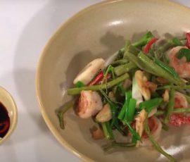 Món tôm mực xào rau nhút lạ miệng ngon hấp dẫn